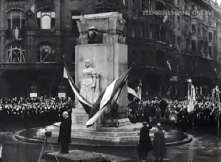 Így avatták Horthyék a Nagy Imre szobor helyén egykor állt emlékművet